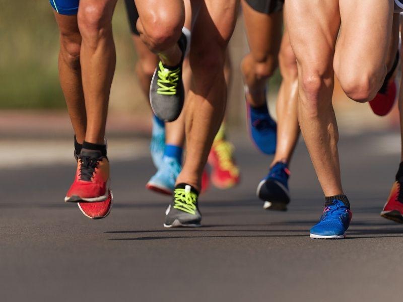 runners running in race